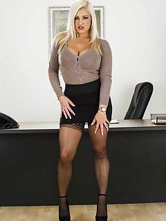 Skirt Milf Porn